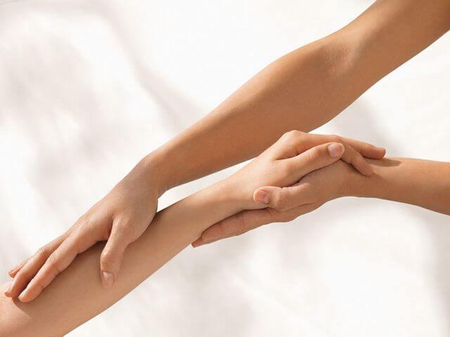 Что делать, если после снятия гипса с руки появляется отечность и сильная боль