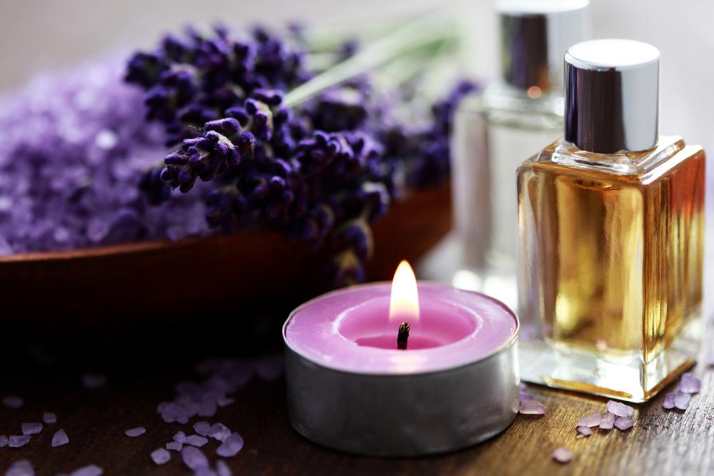 Использование эфирных масел в ароматерапии помогает успокоить нервную систему, способствует расслаблению и быстрому засыпанию.