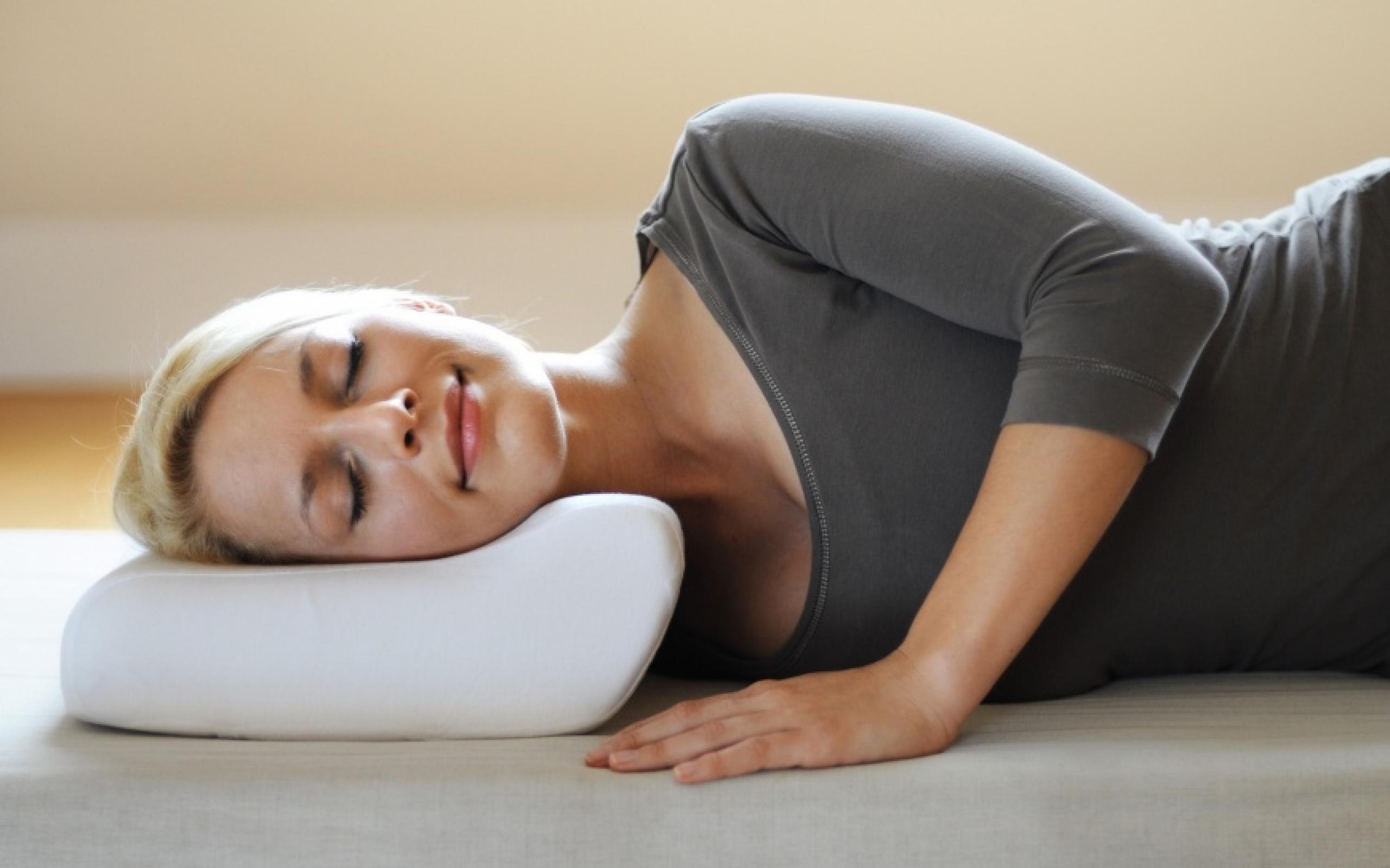 Сомнологи считают выбор полушки для сна – один из ключевых факторов, влияющих на качество отдыха.