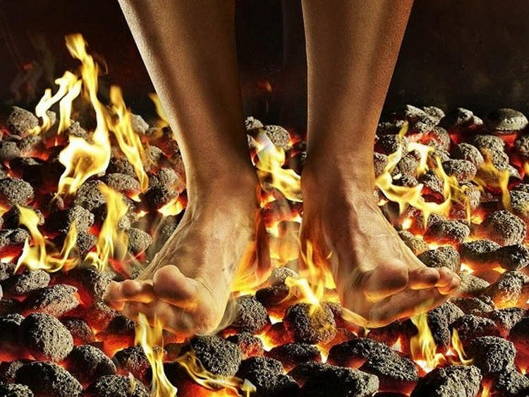 Иногда люди ощущают, что у них горят стопы ног