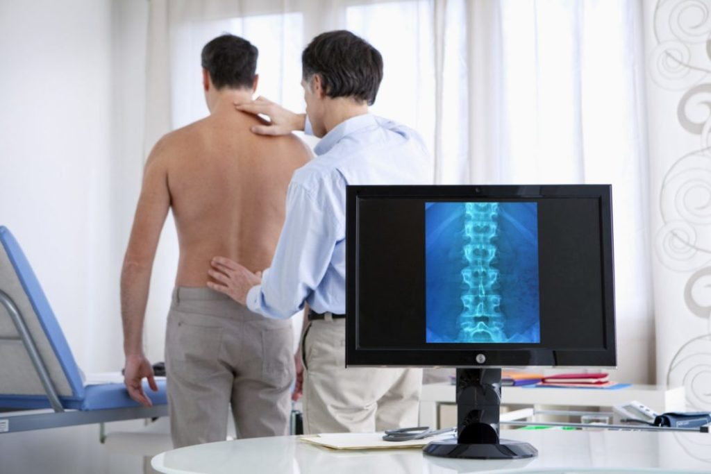 Причины появления горба на спине и способы терапии