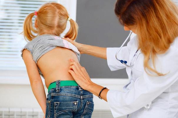Что делать если ребенок жалуется на боль в спине