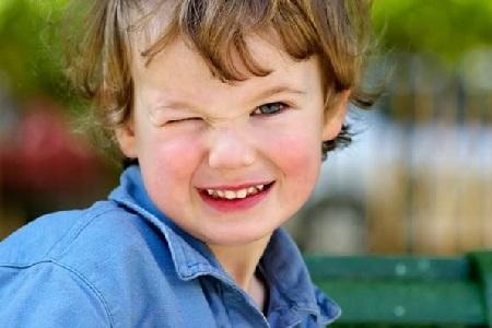 Нервный тик и тремор у ребенка: причины и лечение