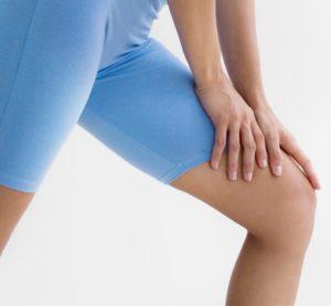 Почему сзади под коленом возникает боль?