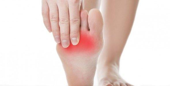 Причины возникновения боли в стопе под пальцами при ходьбе