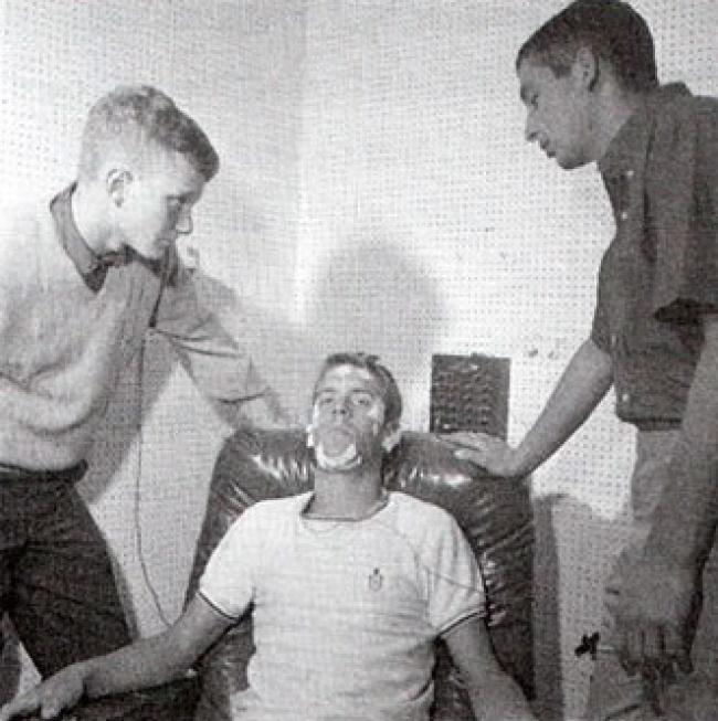 Рэнди Гарднер. Он установил рекорд времени бодрствования – 264 часа, то есть ровно 11 дней
