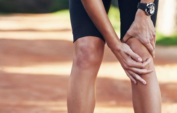 Разрыв связки колена бывает вызван травмами