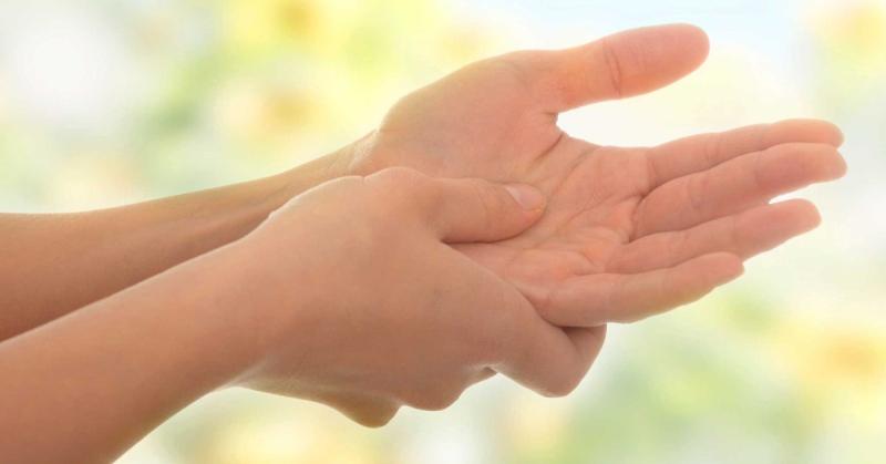 В ряде случаев наблюдается явление, при котором немеют руки частично – симптом затрагивает только пальцы.