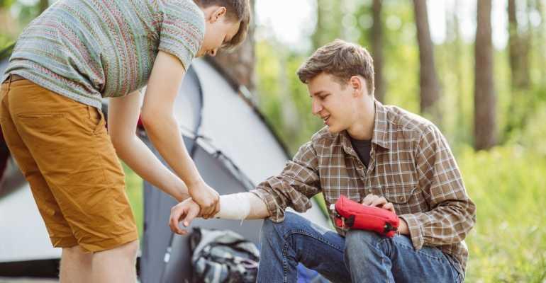 Как правильно выполнять наложение шины при переломе конечности