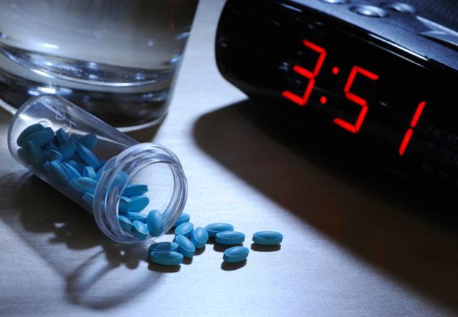 Лекарственные средства снотворного действия необходимы пациентам, которые страдают различными нарушениями сна. Интенсивность подбирается согласно этиологии бессонницы, сложности ее развития.
