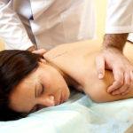 Почему возникает боль в грудном отделе позвоночника и как это лечить