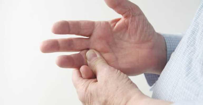 Как не допустить осложнений после ушиба пальца на руке