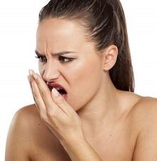Неприятный запах изо рта: причины и лечение у взрослых