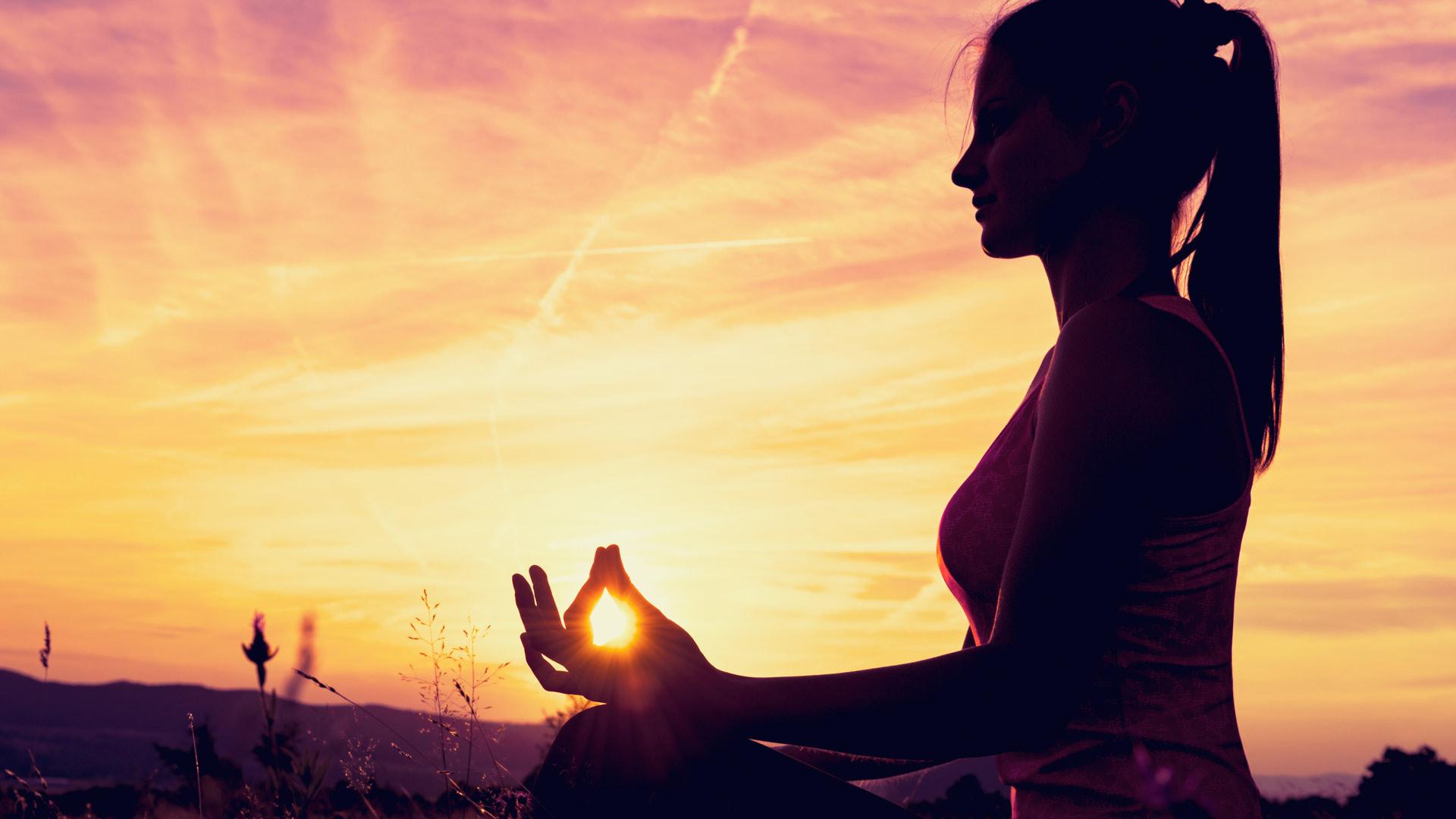 Широко известное и популярное направление индуистов, основанное на балансе физического и психологического состояний человека.